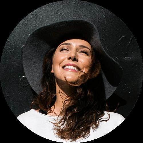 Peta Kelly - Millennial Entrepreneur & Speaker | WeRiseUP